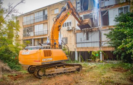 """קרדן נדל""""ן הרסה שלושה בניינים בשכונת בילויים ברמת גן"""